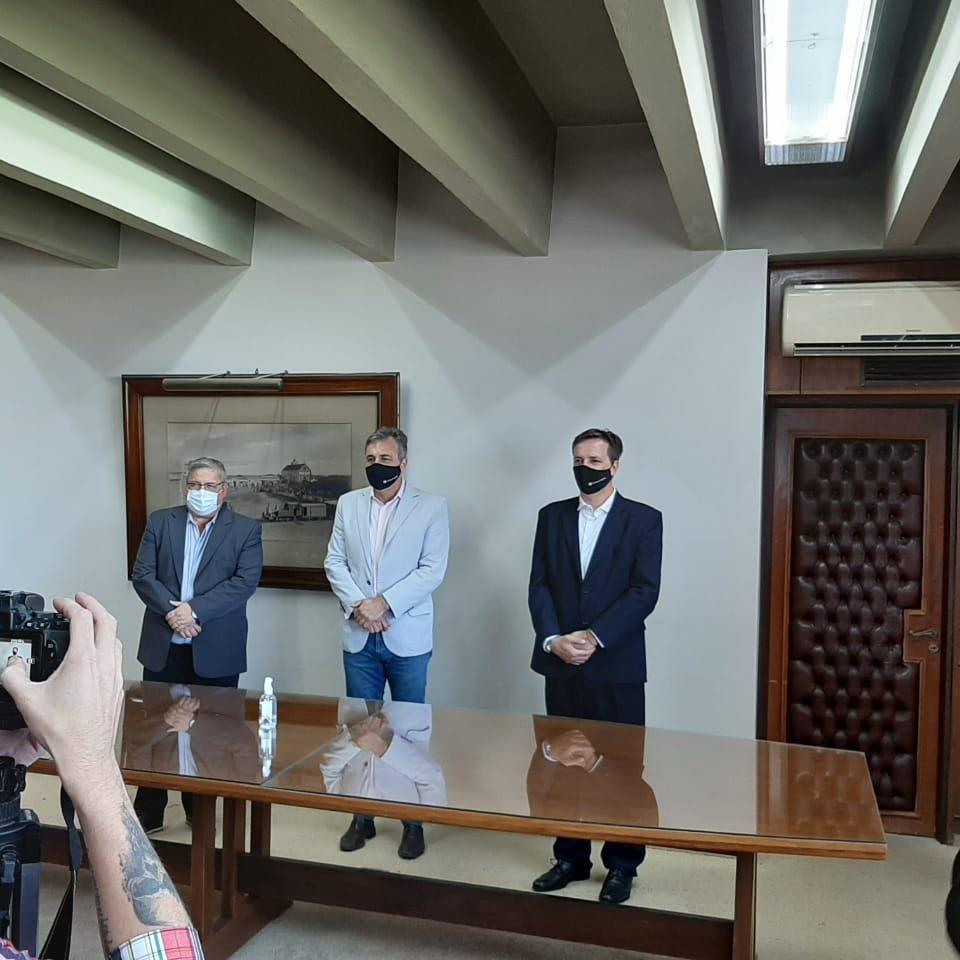 Luis Kujawinski junto a Luis Castellano en la jura de ayer