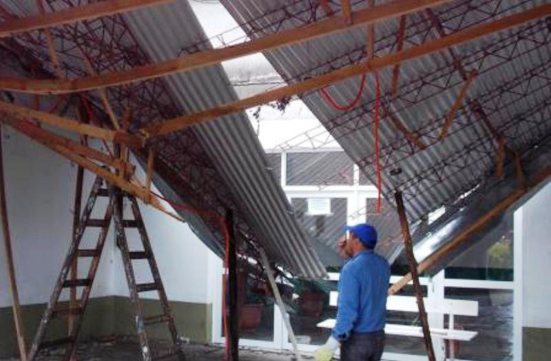 Se desmoron el techo de la terminal de villa ocampo for Caidas de agua para techos